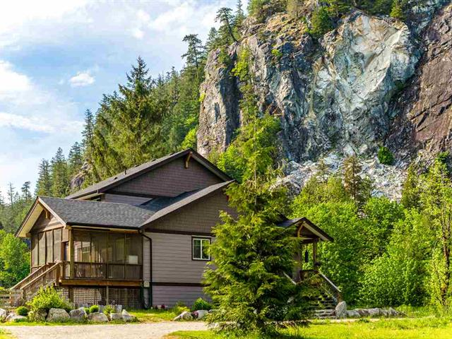 House for sale in Upper Squamish, Squamish, Squamish, 15060 Squamish Valley Road, 262462754 | Realtylink.org