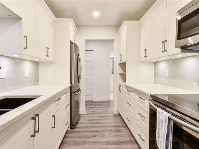 Apartment for sale in Sunnyside Park Surrey, Surrey, South Surrey White Rock, 205 1740 Southmere Crescent, 262520502 | Realtylink.org