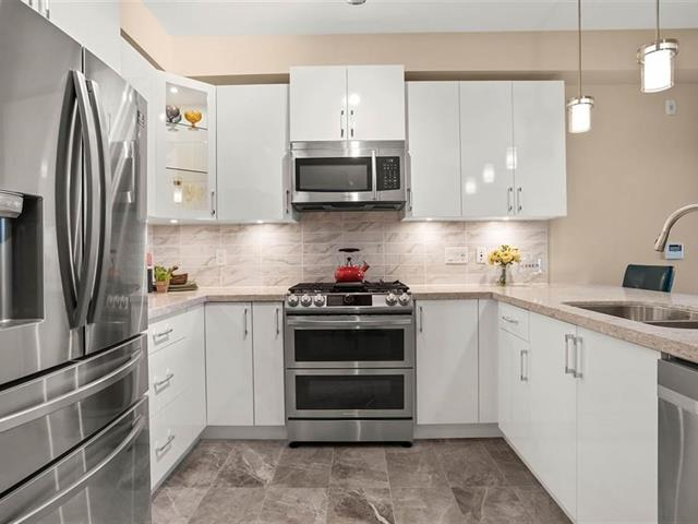 Apartment for sale in King George Corridor, Surrey, South Surrey White Rock, 309 3535 146a Street, 262545733 | Realtylink.org