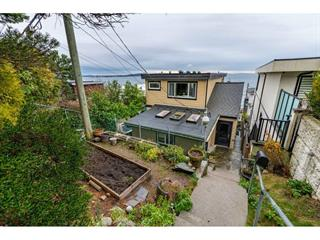 House for sale in White Rock, South Surrey White Rock, 15348 Victoria Avenue, 262544533 | Realtylink.org