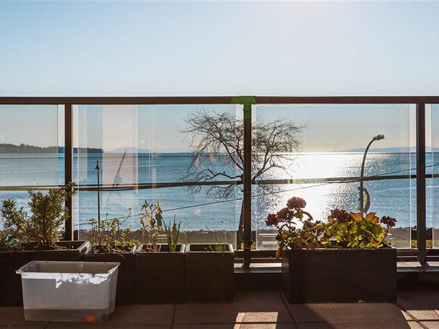 Apartment for sale in White Rock, South Surrey White Rock, 302 15581 Marine Drive, 262500268 | Realtylink.org