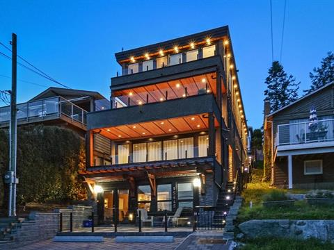 House for sale in White Rock, South Surrey White Rock, 15445 Victoria Avenue, 262386793 | Realtylink.org
