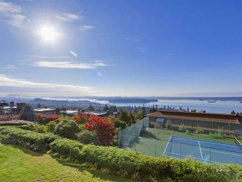 Apartment for sale in Panorama Village, West Vancouver, West Vancouver, 21 2246 Folkestone Way, 262426280 | Realtylink.org